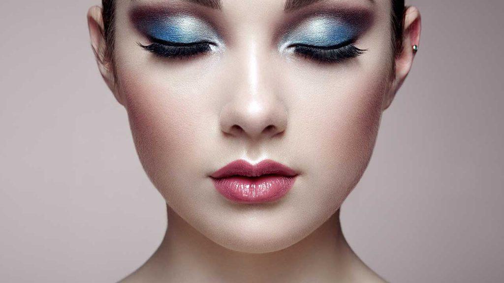 Blaues Augen-Make-up. Wie schminken Sie sich modisch?