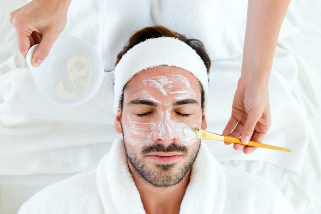 Weibliche vs. männliche Hautpflege: Unterschiede und Ähnlichkeiten