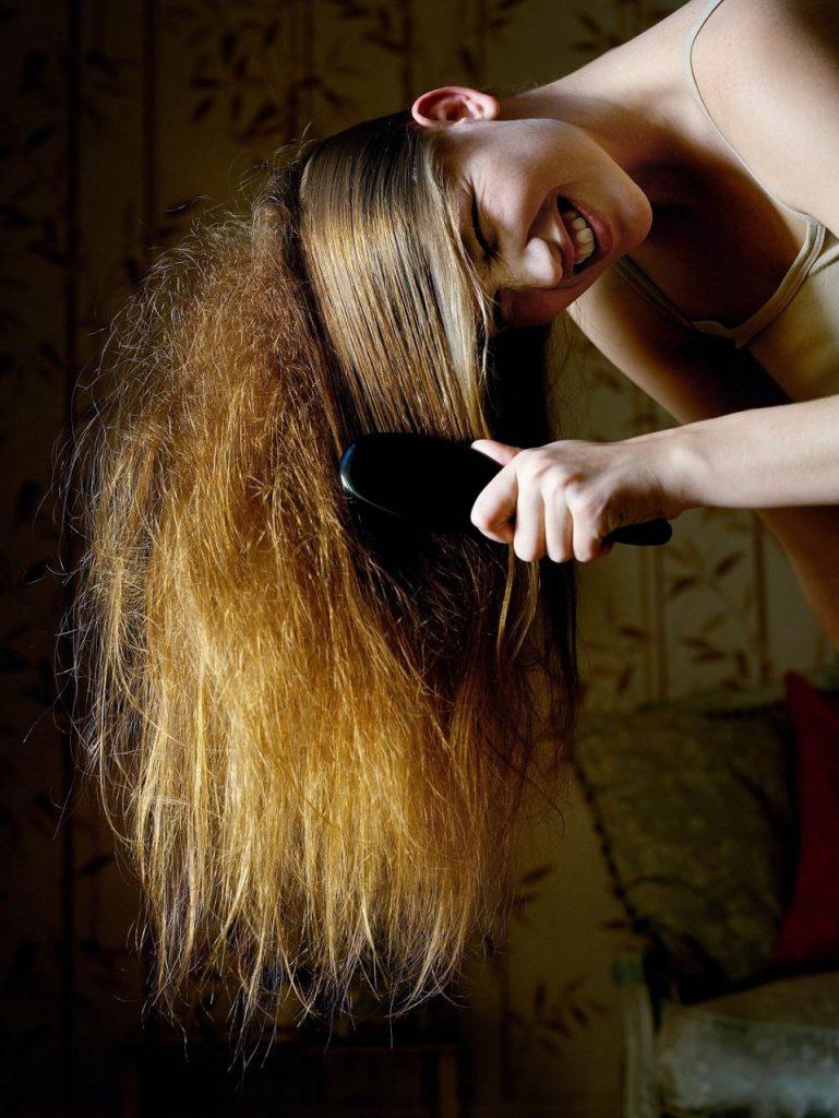 Pflege der strapazierten Haare. Hausmittel, die kaputte Haare reparieren