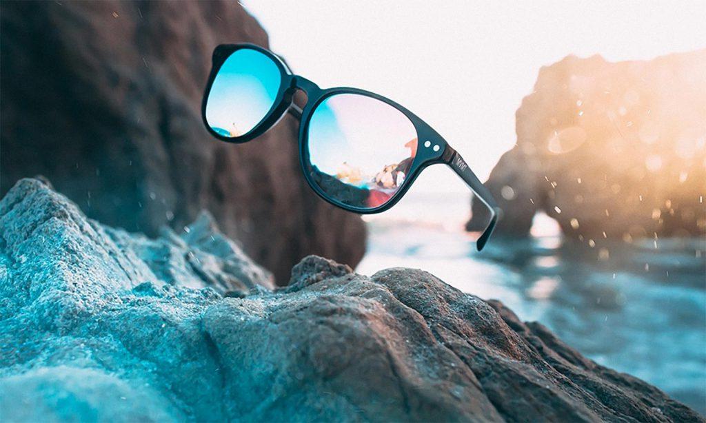 Sonnenbrille, also notwendiger Schutz der Augen vor der UV-Strahlung