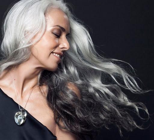Reife Haare richtig pflegen. Methoden für schöne Frisur ab 40