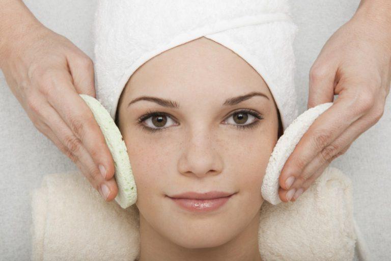 Die richtige Reihenfolge bei der Hautpflege: Geprüfte Techniken und Prinzipien