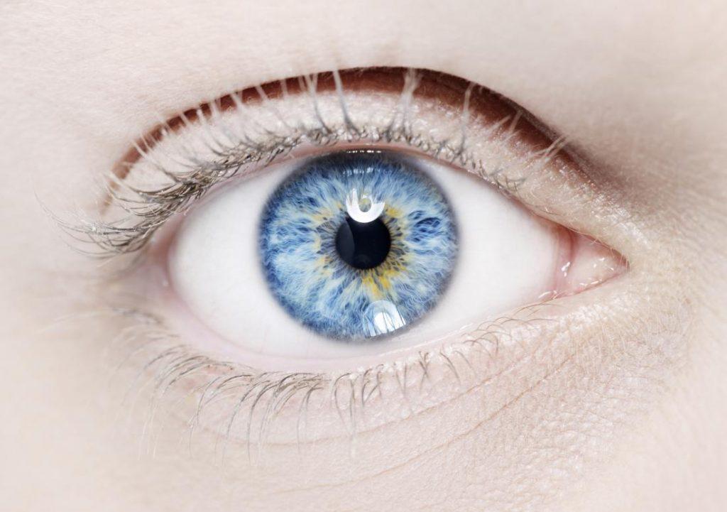 Können die Wimpern grau werden? Graue Wimpern – Ursachen, Vorbeugung
